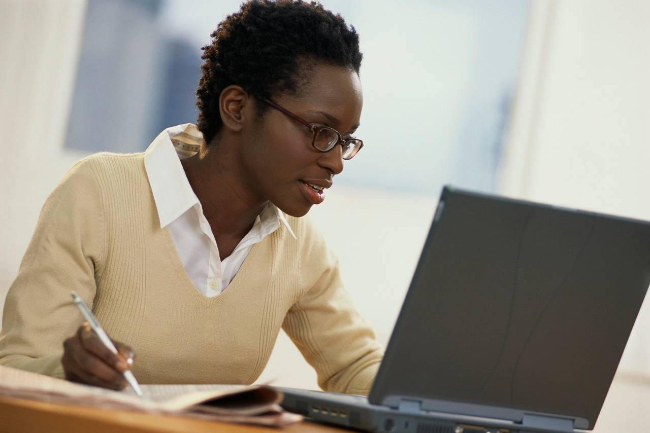 african-american-female-learning-online